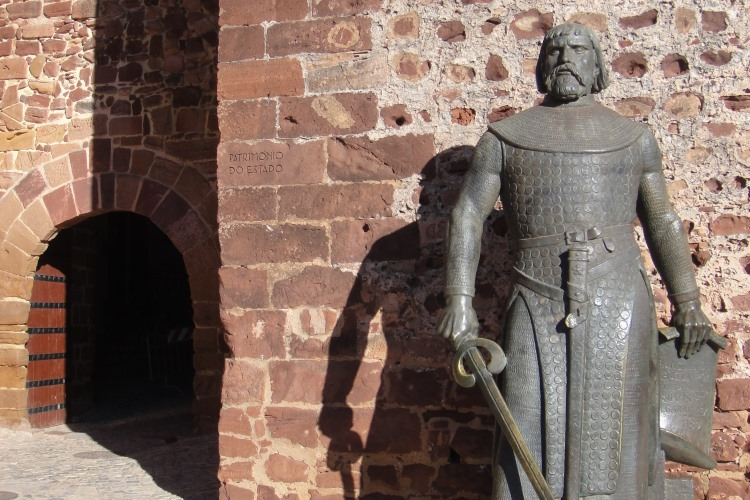Bronze statue outside Silves Castle