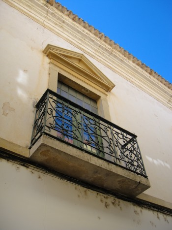 building in Silves with old balcony